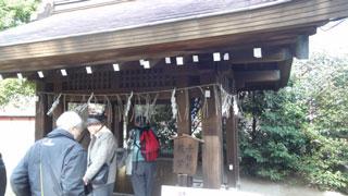 駅から第一京浜沿いに少し歩くと東海七福神の赤い幟と弁財天の看板が。