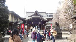 鳥居をくぐり、手水場から拝殿へと歩き、一か所目、弁財天さまにお参り。