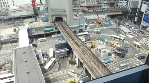 展示を見終わって最後にヒカリエの9階から2014年7月の渋谷の様子を写真に。