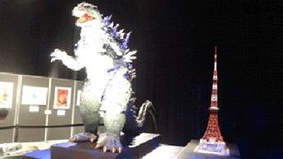 東京タワーの横の勇ましい姿ですが、ゴジラは高さ50mなので、タワーに比べて、こんなに大きくはないですね。